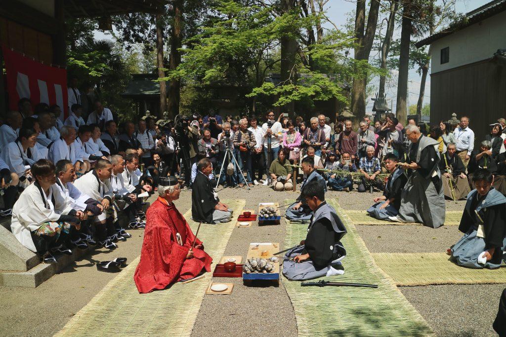 日本遺産・琵琶湖 祈りと暮らしの水遺産 近江のケンケト祭り・長刀振りの鮒ずし切りの神事