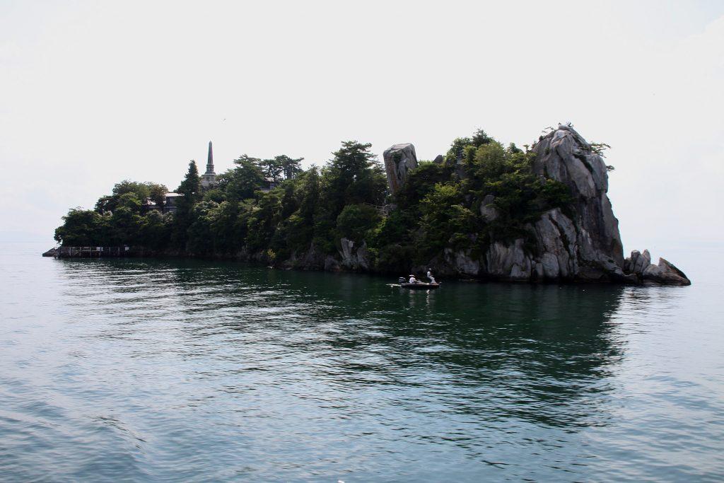 琵琶湖に浮かぶ4つの島々と琵琶湖に架かる2つの橋 多景島