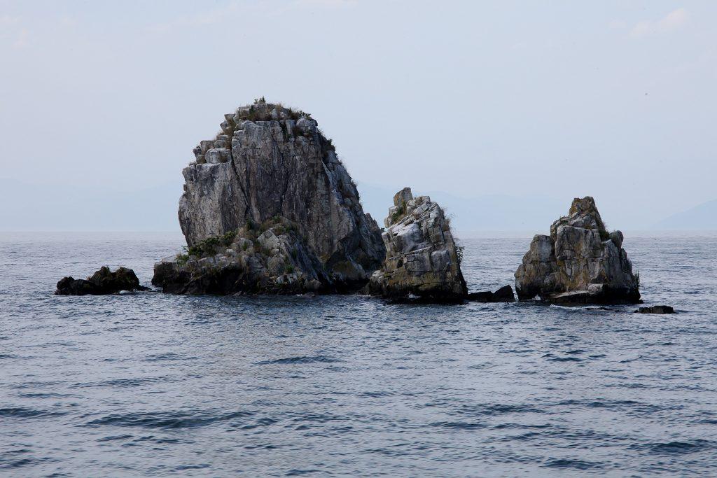 琵琶湖に浮かぶ4つの島々と琵琶湖に架かる2つの橋 沖の白石