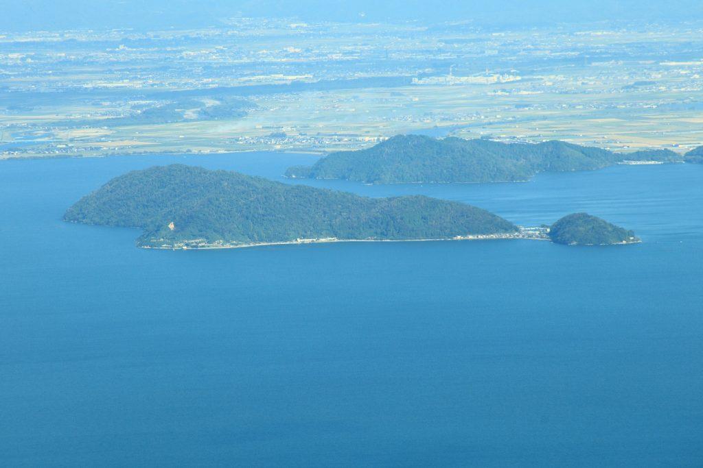 琵琶湖に浮かぶ4つの島々と琵琶湖に架かる2つの橋 沖島